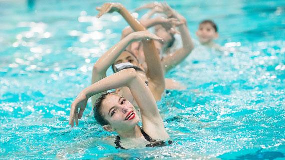 Natation synchronisée , Marseille  , gracieux, sport nautique , féminin  , les dolfins