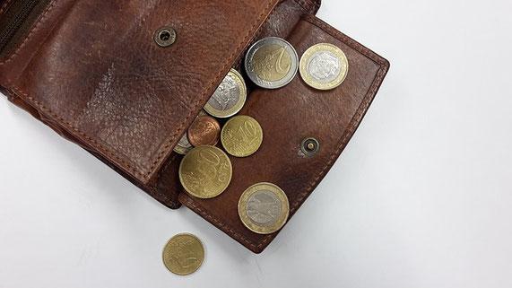 Bild: Geldbbörse mit Münzen.