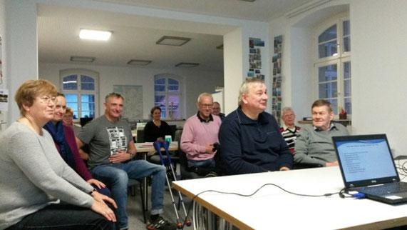 Bild: Teilnehmer beim Vortrag Rück-Grad von Bettina Tesarz
