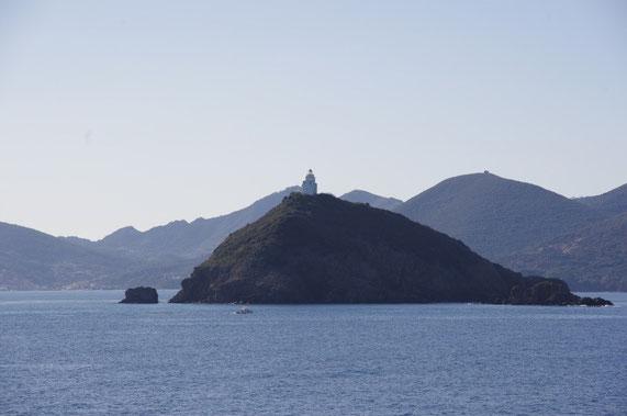 Petite ile de Palmaiola et l'île d'Elbe en arriére