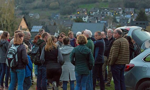 Die Teilnehmer der Steinkauzexkursion vom 30. März 2019 (Foto: Rea Brinkhoff)