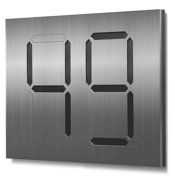 Beispiel für eine zweistellige Segment-Hausnummer mit schwarzer Farbkarte