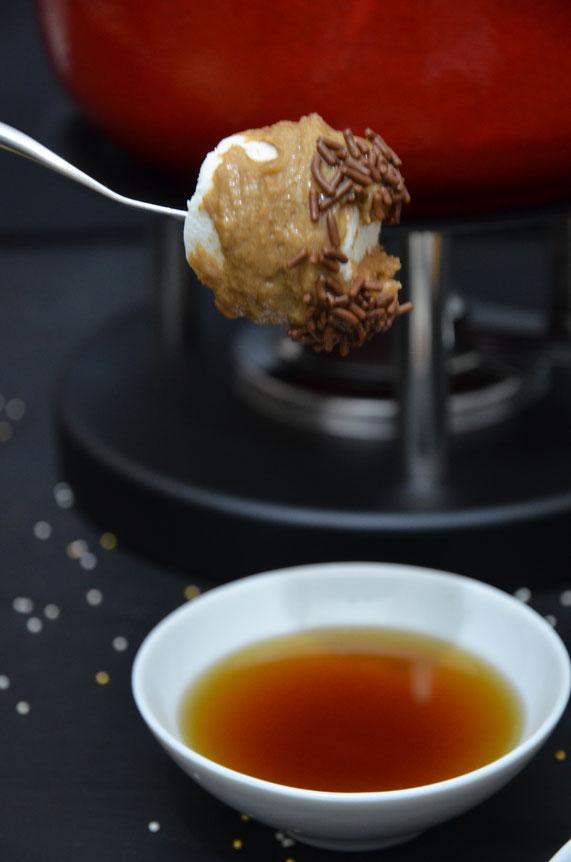 Marshmallows eignen sich zum Dippen perfekt für diese süße Fondue-Variante.
