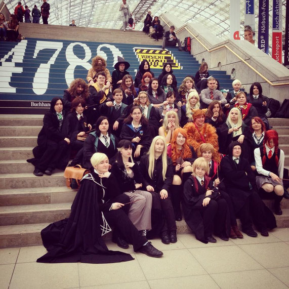 Zumindest diese Gruppe bunter Zauberer habe auch ich erkannt: Eine wundervolle Harry Potter-Gruppe.