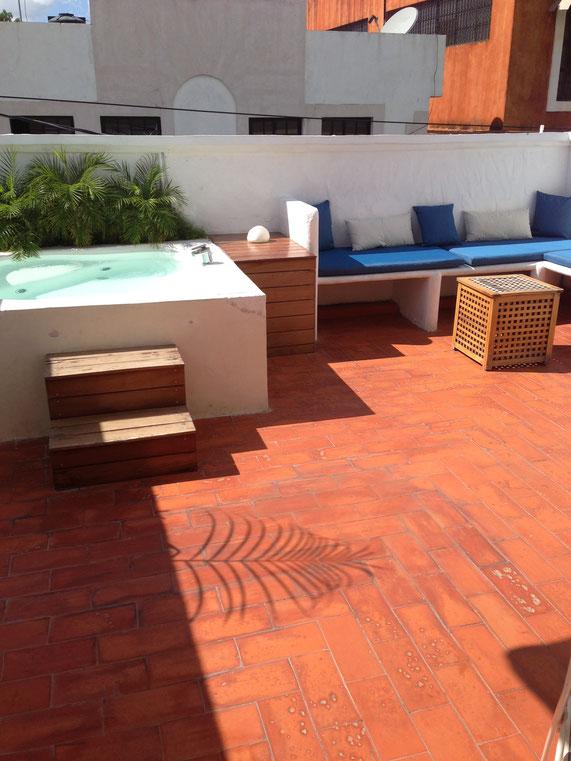 Ebenfalls eher selten zu finden: ein Apartment mit eigenem Jacuzzi. Dieses Wohnung in Santo Domingo (Dominikanische Republik) durften wir fast zwei Wochen bewohnen. Neben dem Pool war der regelmäßige Putzservice ebenfalls inkludiert.