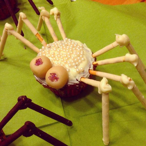 Die Tussi-Albino-Spinne darf auch nicht fehlen.