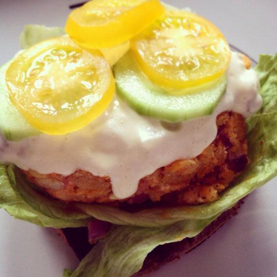 Resteverwertung leicht gemacht: Ein Piroggen-Pancake-Burger-Sandwich.