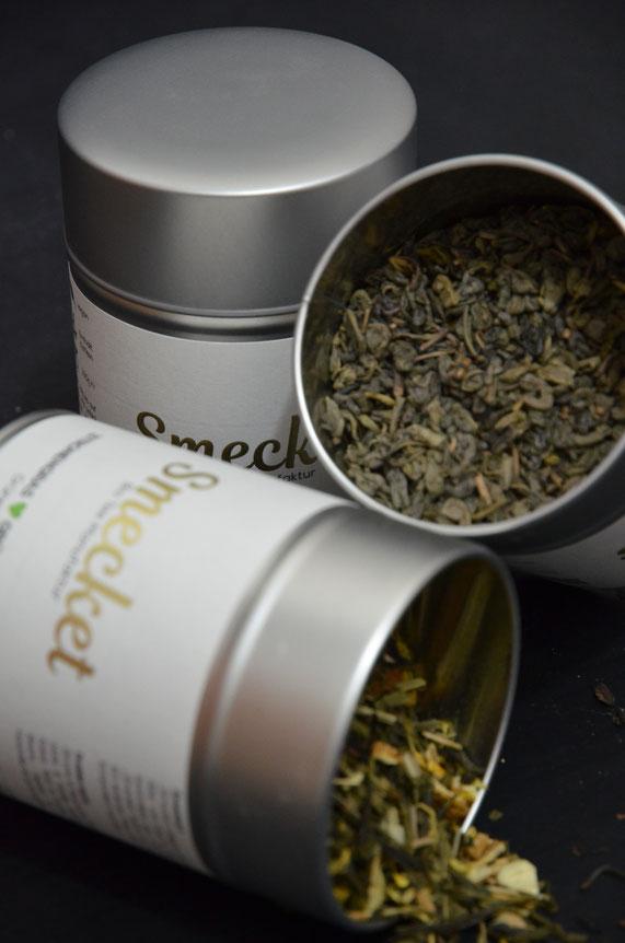 Tee-Qualität zeichnet sich vor allem durch große, gerollte und ganze Blätter bei Grün- und Schwarztee aus (wie hier z.B. Gunpowder). So lässt sich auf den ersten Blick schon ein guter Tee erkennen.