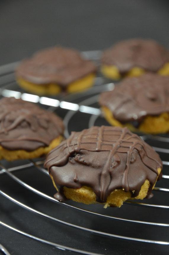 Nach dem Abkühlen der Schokolade können die Jaffa Cakes sofort gegessen werden.