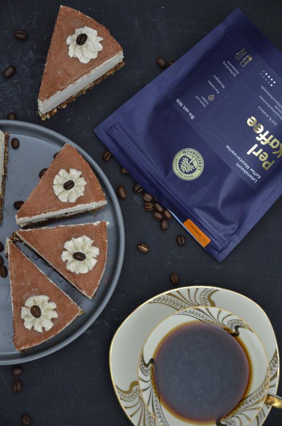 Eine Kaffeetafel im Doppelpack: Den Pearl-Kaffee kann man wunderbar in der Torte und natürlich heiß aufgebrüht als Kaffeegetränk genießen.
