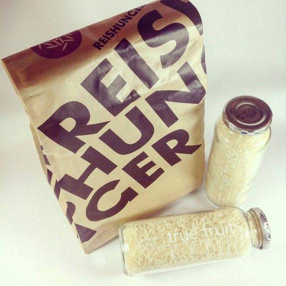 Reis in Flaschen und der Reishunger-Tüte