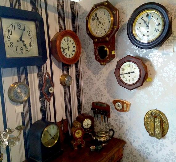 antieke klokken schoolklokken pubklokken oude klokken antiekwinkel