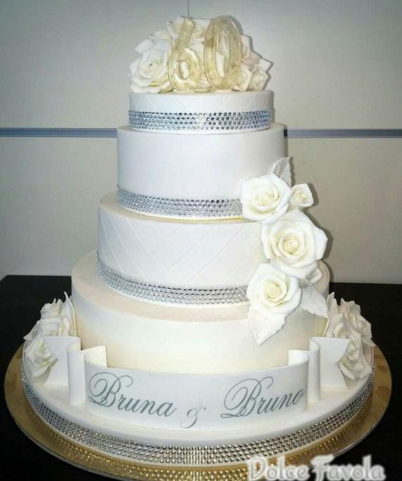 La torta, splendida, realizzata dalla pasticceria Dolce Favola, Via Donizetti 77, Sesto Fiorentino