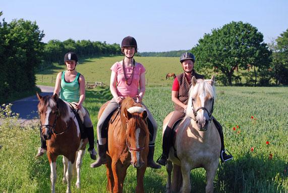 Reiterinnen auf dem Rundreitweg der Schusteracht