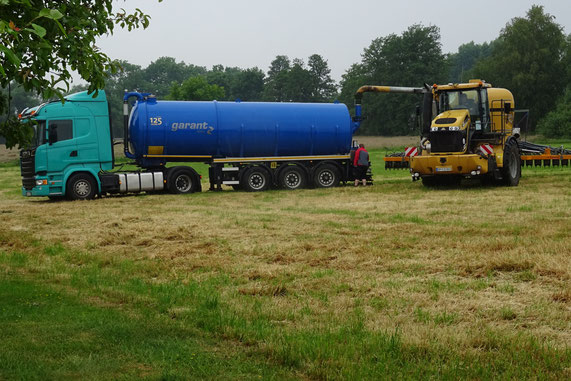 Gülletransport und Umfüllung in Spezial-Fahrzeuge49