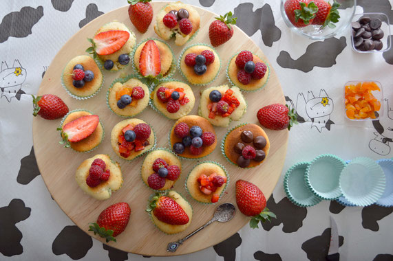 Vanilla cupcakes with fruit