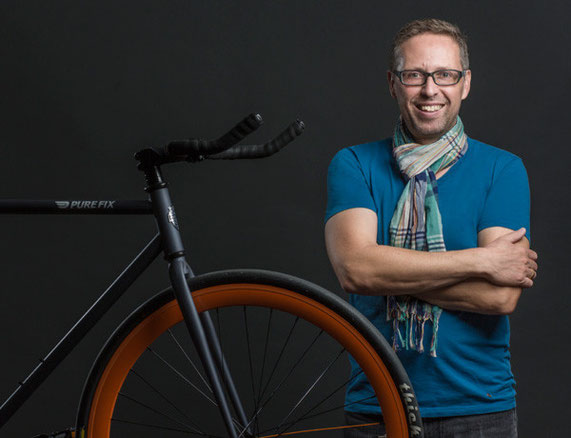 Axel Diewald, Marketing Communications Professional und Fixed Gear Fahrer