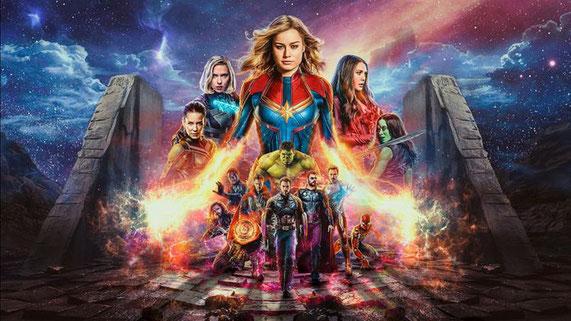 Auf den Avengers-Plakaten knubbeln sich die Helden.