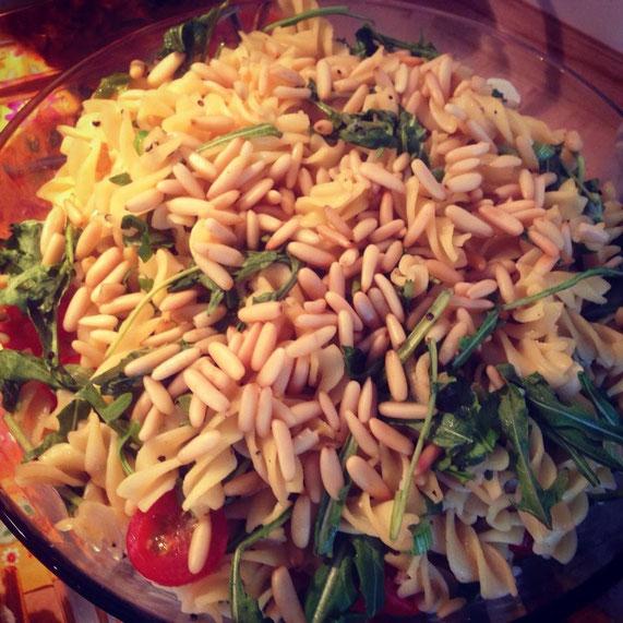Veganer Nudel- und Kartoffelsalat