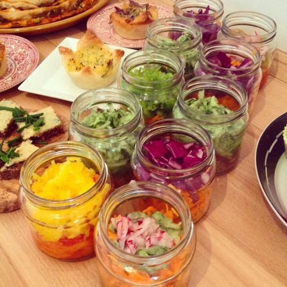 Salate im Glas, vegan