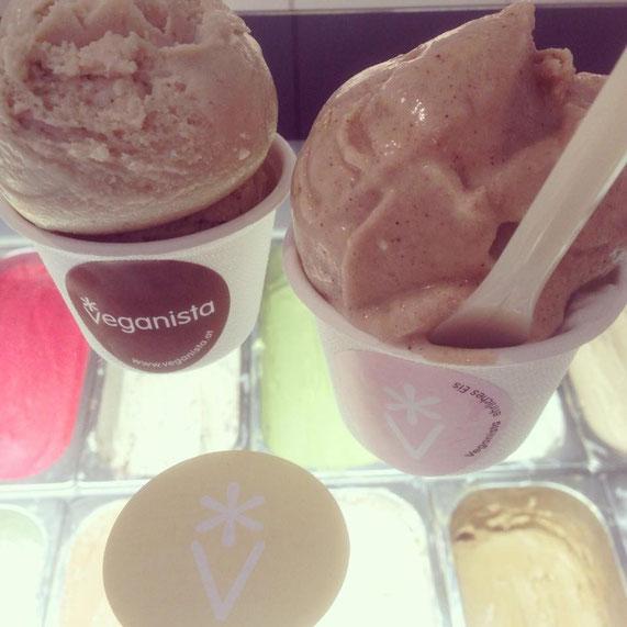 Eine bunte und cremige Auswahl an tollen veganen Eissoten gibt´s in Wien bei Veganista.