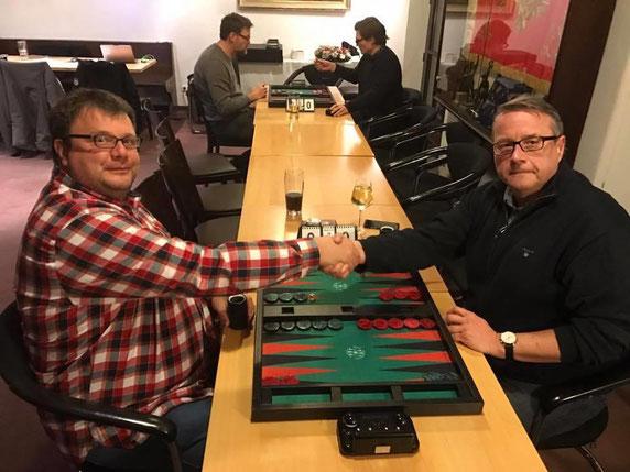Oliver Plaehn (links) und der Januar-Sieger Jan Cerny