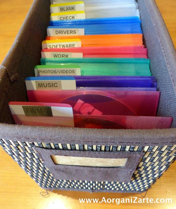 Guarda tus CDs en fundas de colores separadas con estas etiquetas separadoras - AorganiZarte