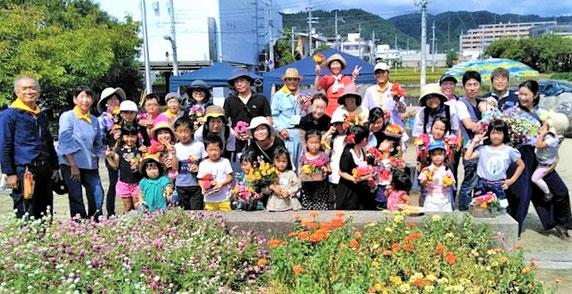 盛況だった親子でブーケを作るフラワーセラピー・イベント「花と話そう」(9/29)