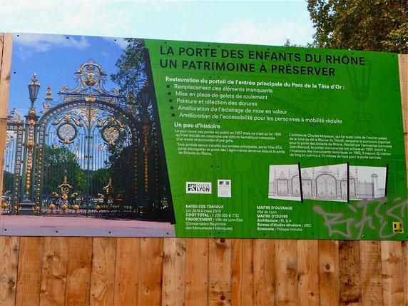 panneau placé sur la palissade du chantier (photos : Gisèle Chapiron)