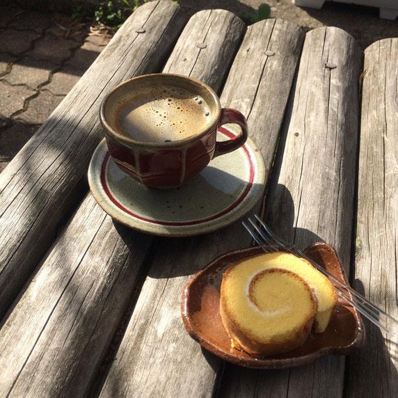 いくつかの種類から選べる様になっていて、椿窯の先生がお作りになったカップ&ソーサーで頂きました(^-^)至福の時間でした。