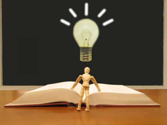 国語を象徴する本とセンスを表すひらめきの電球