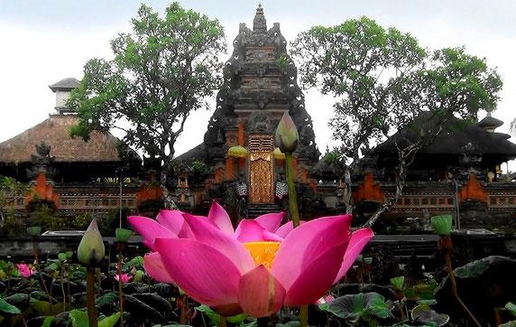 Дворец (храм) Сарасвати в Убуде (Бали)