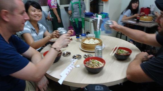 Essen, Taiwan, Taipeh, Teipei, Koahsiung, Tainan, Guide, Local, Einheimische, Bekanntschaften, Trinken, Dumplings, Nudelsuppe, Streetfood, Asien, Südostasien
