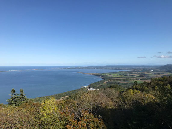 サロマ湖展望台から知床方面を望む