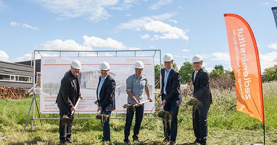 vlnr: Harald Jahnke (Architekt), Matthias Schüle (Bauunternehmer), Dirk Zedler (GF), Michael Ilk (Baubürgermeister Ludwigsburg) und Thomas Küster (stellv. Vorstandsvors. Volksbank Ludwigsburg)