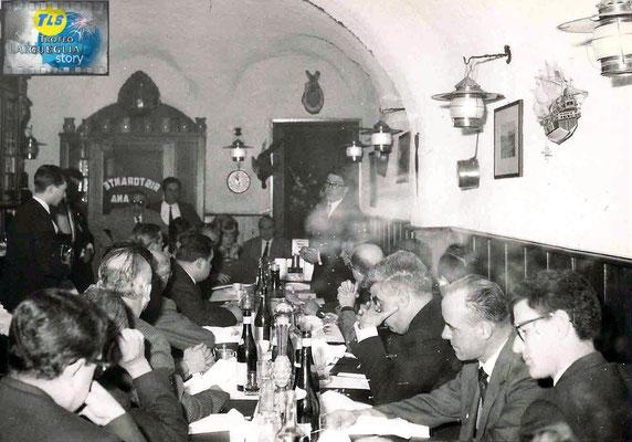 Foto courtesy: Archivio TLS, nella foto a sx. Vincenzo Schiavon con Sergio Zavoli all'uscita dal comune di Laigueglia dopo una riunione, nella foto a dx  alla cena di gala in onore della stampa il primo da dx. Beniamino Schiavon Direttore dell'Azienda.