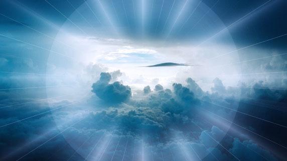 """Une voix forte venant du ciel dit aux 2 Témoins : """" Montez jusqu'ici ! """" Cette voix forte est probablement celle de Jésus, leur Roi. Les cohéritiers du Christ rejoignent alors leur position dans les cieux d'où ils régneront dans peu de temps sur la Terre."""