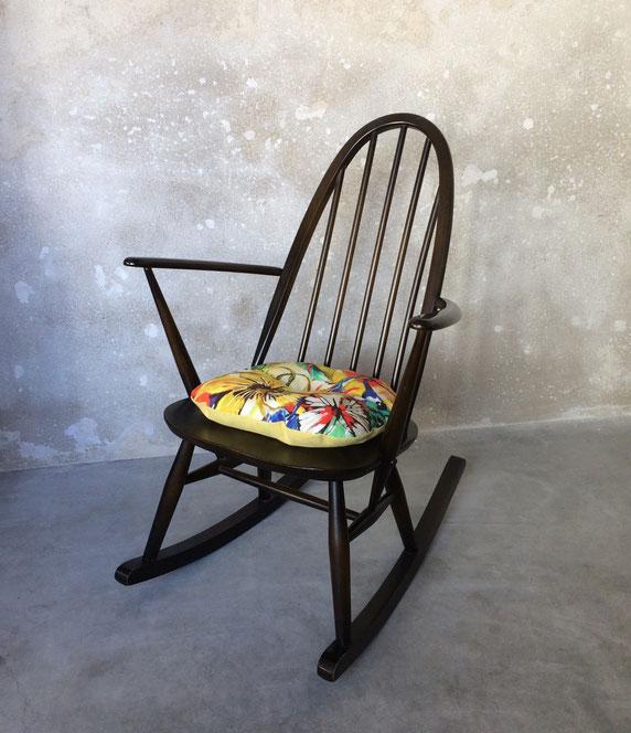 Joli, rocking-chair windsor, rocking-chair enfant, rocking-chair Ercol, rocking-chair vintage