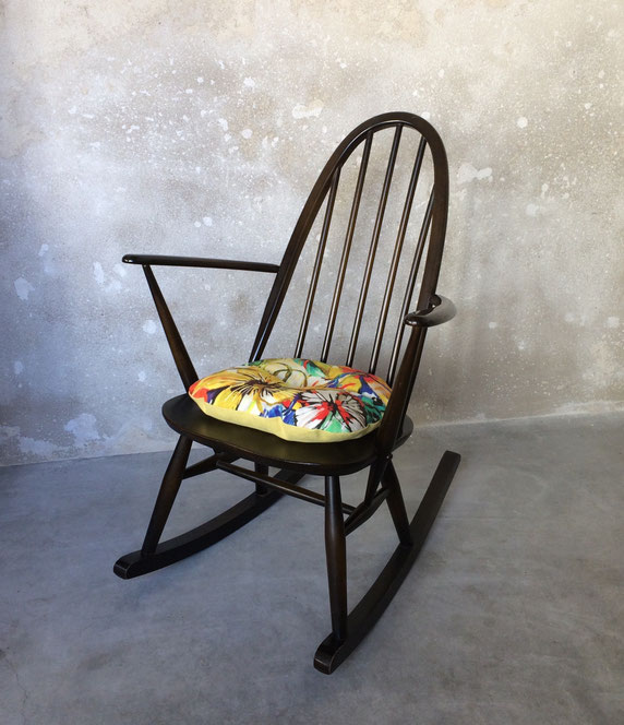 Joli, rocking-chair windsor, rocking-chair enfant, rocking-chair Ercol, rocking-chair vintage