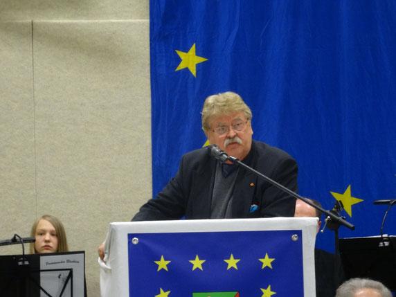 """MdEP Elmar Brok hielt bei der Auftaktveranstaltung von """"Stockhausen für Europa"""" eine eindrucksvolle Grundsatzrede zur Wichtigkeit der EU für Deutschland und die Welt. (Foto © Stockhausen für Europa)"""
