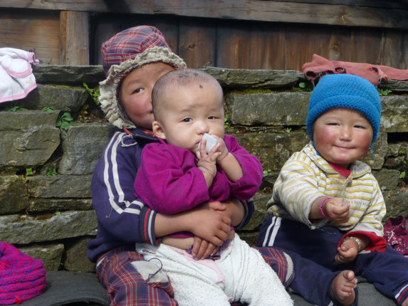 Kinder,Trauma,Famiele,Not,Armut,Zerstörung,Hilfe,Spende,Aufbau
