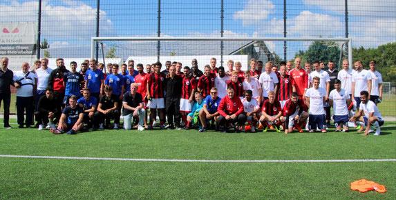 Die vier teilgenommenen Teams mit Holger Weinel. Foto: Mathias Merk