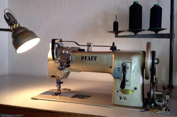Machine à coudre Pfaff triple entrainement .Tapissier d'ameublement Finistère Rosporden, vente de tissu, vente en ligne, tissu d'ameublement