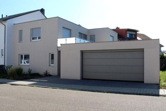 architekturbuero_waessa_neubau_wohnhaus_doppelhaushaelfte_bad_schoenborn_strassenansicht