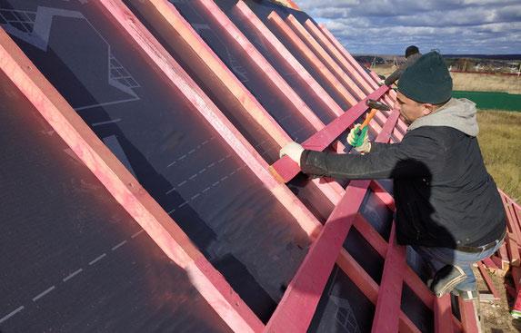 Aufsparrung bei einer Dachsanierung mit Wärmedämmung.