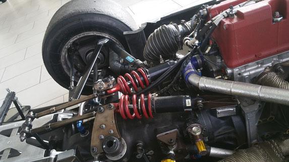 Ligiers, Schwingungsoptimierung mit SnippTec Querlenker, Heckflügel, Getriebe und Motor