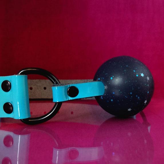 glitter gag blue ballgag blue leather ball gag blue patent leather gag blue ball gag blauwe ballgag blauw leren gag lederen ballgag blauwe leren ballgag blauwe gag blauwe ball gag lakleren ballgag licht blauwe gag lichtblauwe ballgag light blue ball gag