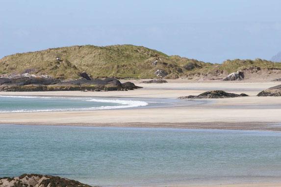 Kristallklares, türkisfarbenes Wasser am Derrynane Beach