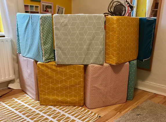 selbstgemachtes spielzeug stapelkissen yayapans webseite. Black Bedroom Furniture Sets. Home Design Ideas