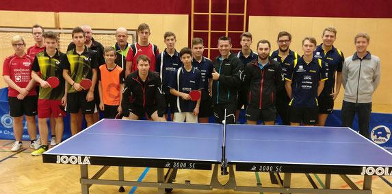 In Oberndorf spielten auch die U-18-Spieler aus der Region ihren Meistertitel in der Klasse West aus. Für Publikum war somit auch beim Bundesligaspiel gesorgt.